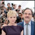 Carey Mulligan et Oliver Stone lors du photocall du film Wall Street 2 à Cannes le 14 mai 2010