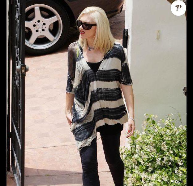 Gwen Stefani à Los Angeles le 14 mai 2010 avec une tenue ample...