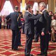 Nicolas Sarkozy et le récipiendaire à la remise d'insigne de Gilbert Coullier, le 20 mai 2010.