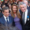 Nicolas Sarkozy, aux côtés de Nicole et Gilbert Coullier à la remise d'insigne du producteur, le 20 mai 2010.