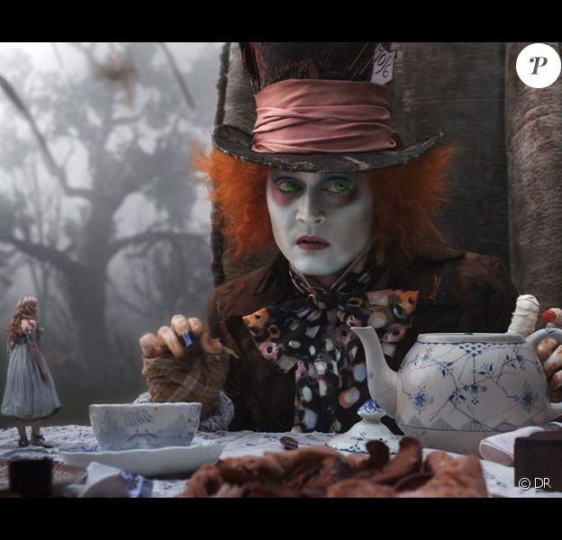 Des images d'Alice au Pays des Merveilles, qui vient de passer la barre du milliard de dollars de recettes mondiales.