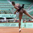 Venus Williams et les années 2000 : 10 ans de looks en courts complètement fous, fashion, bariolés, osés et courts évidemment ! Ici : à Roland-Garros 2010.