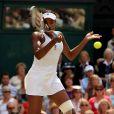 Venus Williams et les années 2000 : 10 ans de looks en courts complètement fous, fashion, bariolés, osés et courts évidemment ! Ici à Wimbledon en juin 2009.