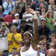 Venus Williams et les années 2000 : 10 ans de looks en courts complètement fous, fashion, bariolés, osés et courts évidemment ! Ici à Wimbledon en juin-juillet 2007.