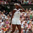 Venus Williams et les années 2000 : 10 ans de looks en courts complètement fous, fashion, bariolés, osés et courts évidemment ! Ici à Wimbledon en juin 2008.