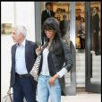 Naomi Campbell lors d'une séance shopping chez Louis Vuitton à Paris le 31 mai 2010