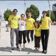 Aurélie Vaneck et Elodie Varlet, Ninon et Estelle de Plus Belle La Vie, s'entraînent pour la course La Marseillaise des Femmes. Ici, à Marseille, au Stade Vélodrome, le 30/05/10