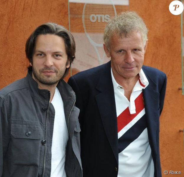 Patrick Poivre d'Arvor et son fils aîné Arnaud à Roland-Garros lors des internationaux de tennis le 2 juin 2010