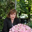 Catherine Jacob célèbre la rose qui porte son nom au Jardin des Tuileries à Paris le 3 juin 2010