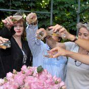 Quand Catherine Jacob arrose des fleurs très spéciales avec du champagne !