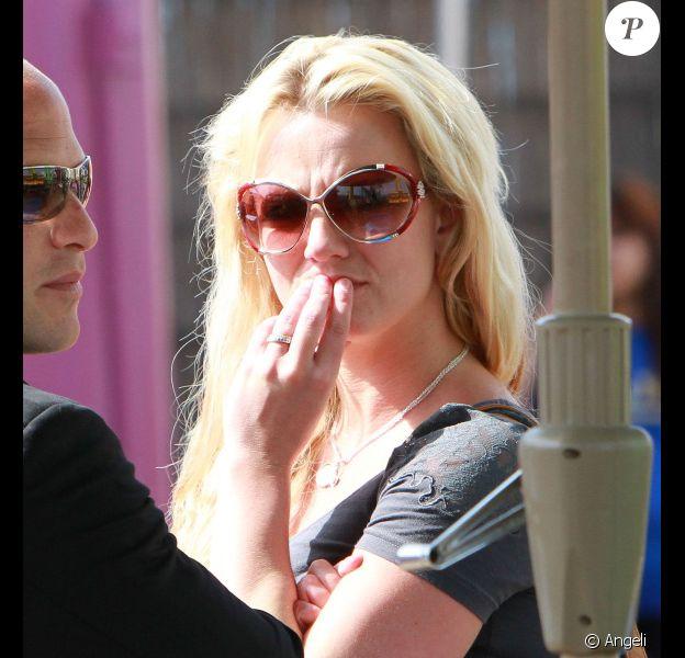Mardi 1er juin, Britney Spears, entourée de ses deux enfants, Sean Preston et Jayden James, et de son chéri, dans un parc de Los Angeles.