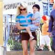 Britney Spears et ses deux garçons vont déjeuner à Santa Monica, vendredi 4 juin, aux côtés de Jamie Spears, papa de la chanteuse.