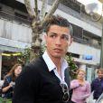 Cristiano Ronaldo en mode 'laisse moi tranquille je sors d'une séance photo'.