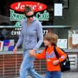 Sarah Jessica Parker accompagne son petit James à l'école, vendredi 11 juin.