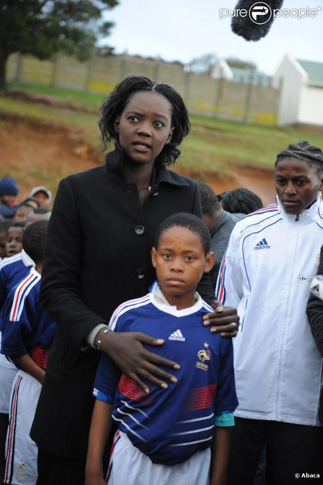 Rama Yade viste à son tour un township de Knysna avec Jean-Pierre Escalettes et Guy Roux le 13 juin 2010, ambiance... !