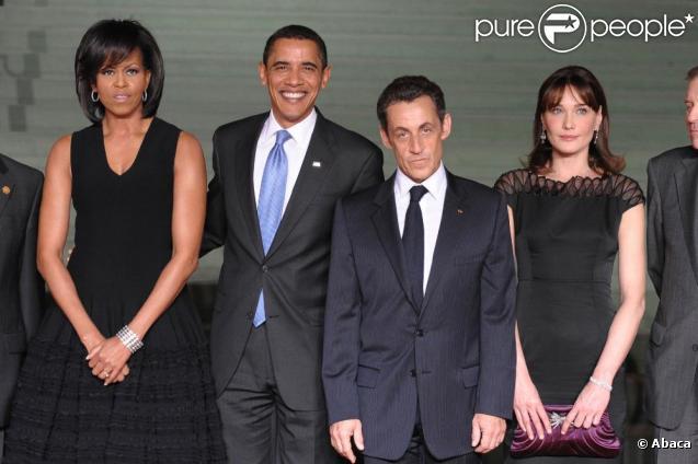 Nicolas Sarkozy, prêt à tout pour être à la hauteur de Barack Obama ! Le voici aux côtés de Barack, Michelle et de son épouse Carla Bruni.
