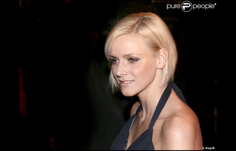 Dos nu et carré plongeant pour la jolie Charlene Wittstock. 29 mars 2008 - Purepeople
