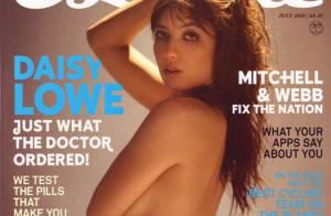 La très sexy Daisy Lowe, topless et en transparence : un plaisir pour les yeux...
