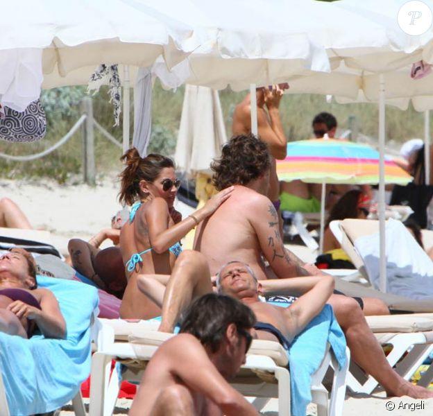L'ancien champion de football italien Christian Vieri et sa sublime Melissa Satta, en vacances à Formentera, le 24 juin 2010.