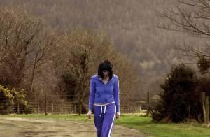 Regardez les préparatifs minutieux de... l'enlèvement de la superbe Gemma Arterton !