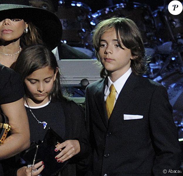Prince Michael Jackson, au côté de sa soeur Paris, en 2009 lors de l'hommage public pour son père au Staples Center