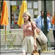 Clémence Poésy sur le tournage de Gossip Girl à Paris, le 6 juillet 2010