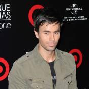 """Enrique Iglesias casse le mythe : """"J'ai des jambes toutes maigres et des cuisses de poulet !"""""""
