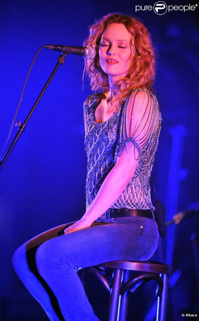 Vanessa Paradis (photo : en concert à Bruxelles le 23 juin 2010) a savouré sa toute première venue au festival suisse de Montreux, où elle se produisait le 11 juillet 2010.