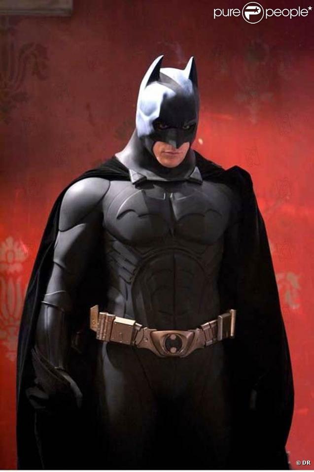 BATMAN BEGINS : Batman ( Christian Bale ) 2005 446178-des-images-de-batman-begins-637x0-2