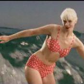 Quand Micky Green enfile ses plus beaux maillots pour sa leçon de surf pleine de charme !