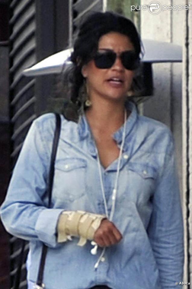 Jessica Szohr et un ami dans le quartier de Soho à New York, le 29 juillet 2010