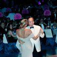 Vendredi 30 juillet 2010, Albert de Monaco, avec sa fiancée Charlene et sa soeur Stéphanie, présidait le 62e gala de la Croix-Rouge Monégasque. Adriana Karembeu, venue avec son époux Christian, était maîtresse de cérémonie.
