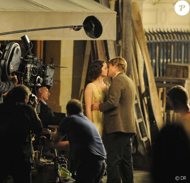 Marion Cotillard et Owen Wilson sur le tournage de Midnight in Paris de Woody Allen, le 27 juillet 2010