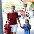 """""""Sharon Stone avec Laird et sa glace bizarre dans les rues de Beverly Hills, le 31 juillet 2010"""""""