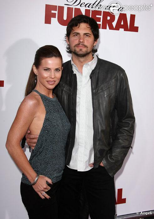 Kristoffer Polaha et sa femme Julianne Morris en avril 2010 à Los Angeles