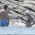 Carla et son époux Nicolas Sarkozy au cap Nègre, en plein défilé de maillots de bain, en août 2009.