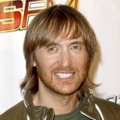 Ce DJ devient fou et entre dans une transe passionnelle dès qu'arrive... David Guetta !