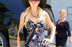 Paris Hilton : De retour à L.A... elle joue les tops en pleine rue !