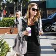 Café à la main, Nicky Hilton se promène dans les rues de Los Angeles, samedi 7 août.