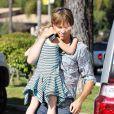 DannieLynn dans les bras de son père Larry Birkhead, à Los Angeles, le 12 août 2010