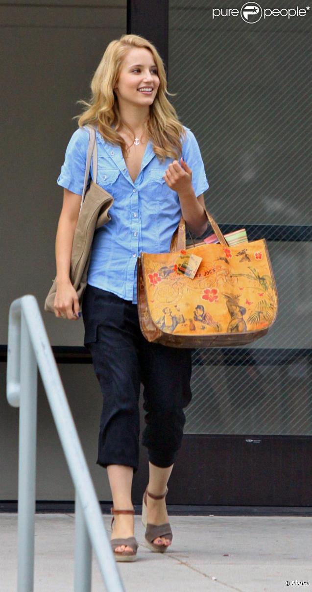 Dianna Agron à la sortie d'une école de Santa Monica le 14 août 2010