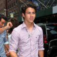 Nick Jonas, à la sortie de son hôtel à New York, lundi 16 août.