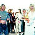Frances Bean dans les bras de ses parents Kurt Cobain et Courtney Love, en 1993