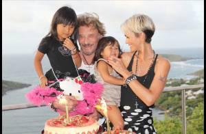 Johnny et Laeticia Hallyday : Découvrez-les fous amoureux en vacances et fêtant l'anniversaire de leurs fillettes !