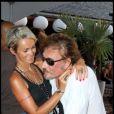 Johnny et Laeticia fous amoureux à l'anniversaire des fillettes Jade et Joy, à Saint-Barthélémy, le 3 août 2010.