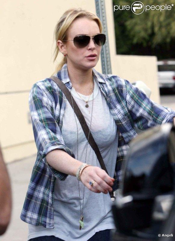 Lindsay Lohan a déjeuné dans un restaurant de sushis avec son avocate, Shawn Chapman Holley, à Hollywood, mercredi 8 septembre.
