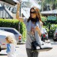 Brooke Burke et ses filles Neriah, Sierra et Heaven font du shopping à Malibu le 11 septembre 2010