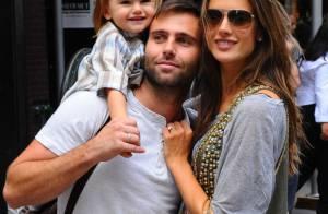 Alessandra Ambrosio : Avec son chéri et leur craquante petite Anja Louise, le top resplendit !