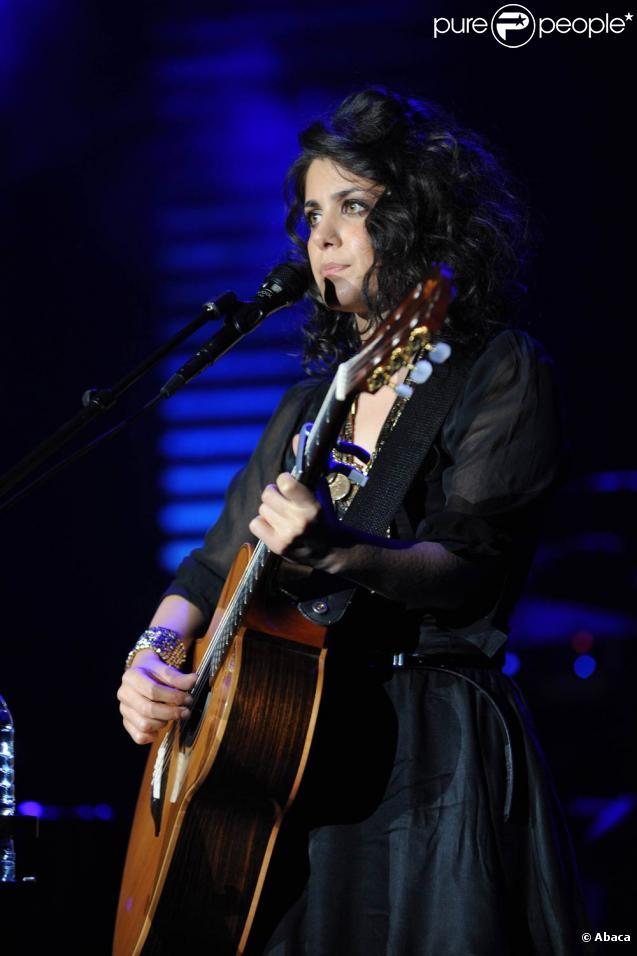 Katie Melua, souffrant d'épuisement, est contrainte au repos absolu pour plusieurs mois. Ses activités sont suspendues jusqu'à la fin de l'année 2010.
