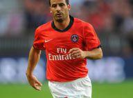 Regardez le footballeur Ludovic Giuly se lâcher et faire un striptease dans un bar !